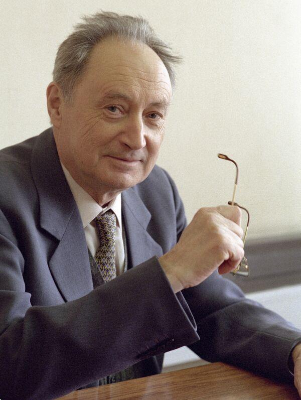 Журналист и дипломат Геннадий Герасимов