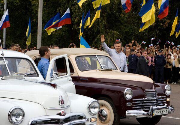 Президенты России и Украины прибыли в Глухов