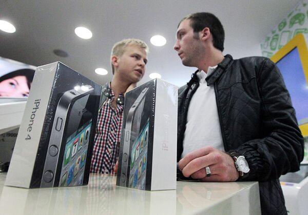 Начало продаж нового мобильного телефона iPhone 4G в Москве