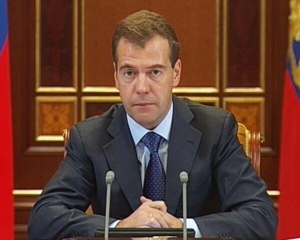 Медведев определил нижний предел зарплаты для лейтенантов полиции РФ