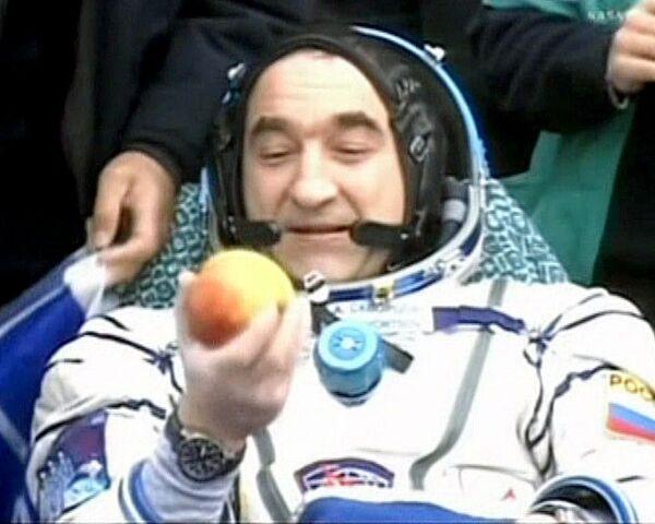 Вернувшиеся с МКС космонавты приземлились в хорошем настроении