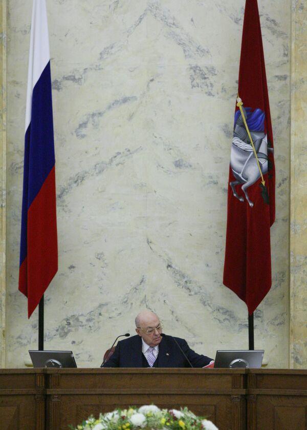 Временно исполняющий обязанности мэра Москвы Владимир Ресин провел заседание правительства Москвы вместо отрешенного Юрия Лужкова.