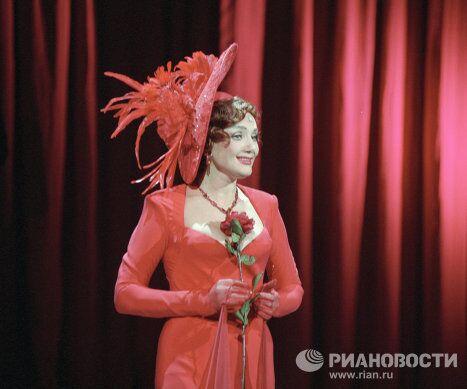 Артистка Л. Амарфий в оперетте Фиалка Монмартра