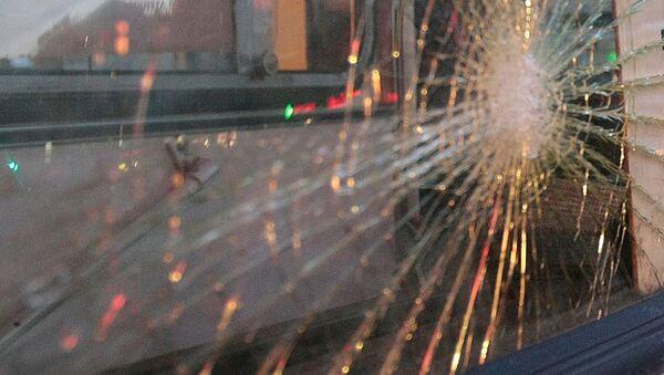 Разбитое стекло машины. Архивное фото