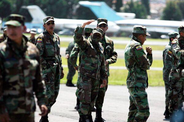 Военнослужащие блокируют работу столичного международного аэропорта в Эквадоре
