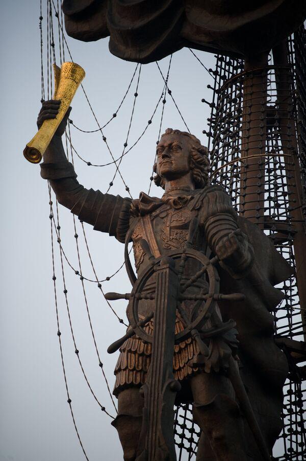 Памятник Петру I на Берсеньевской набережной. Архив