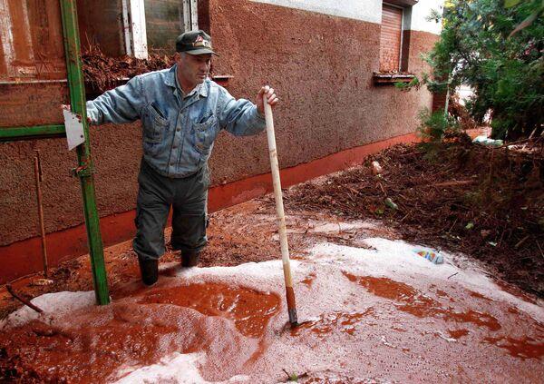 Река ядохимикатов затопила несколько деревень в Венгрии