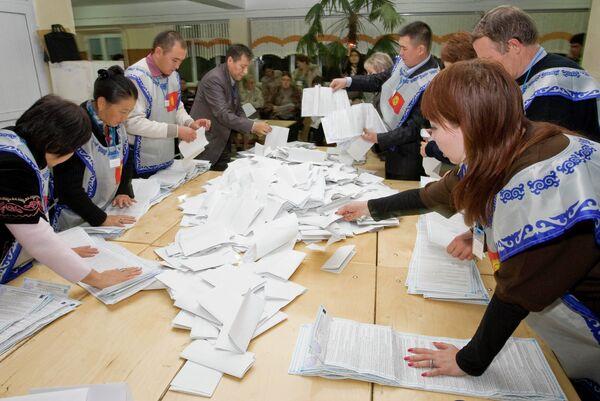 Подсчет голосов после выборов в Киргизии