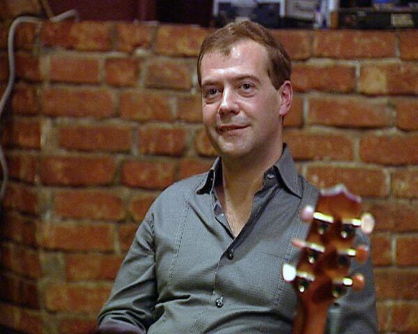 Медведев рассказал, что раньше чувствовал себя в Москве сиротливо
