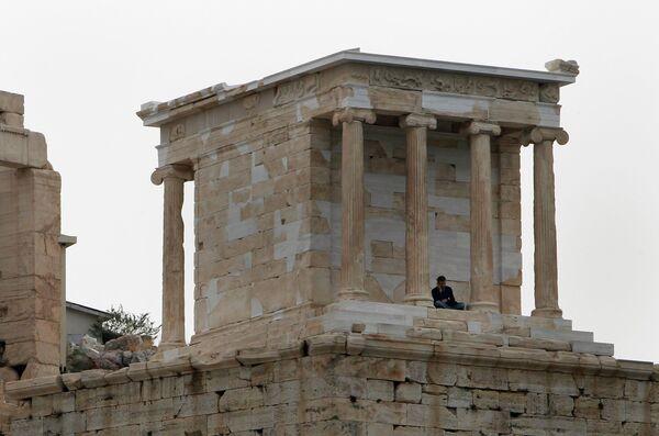 Работники министерства культуры и туризма Греции не пускают туристов на афинский Акрополь