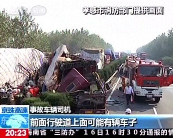 Более 20 легковушек и грузовиков разбились на скоростном шоссе