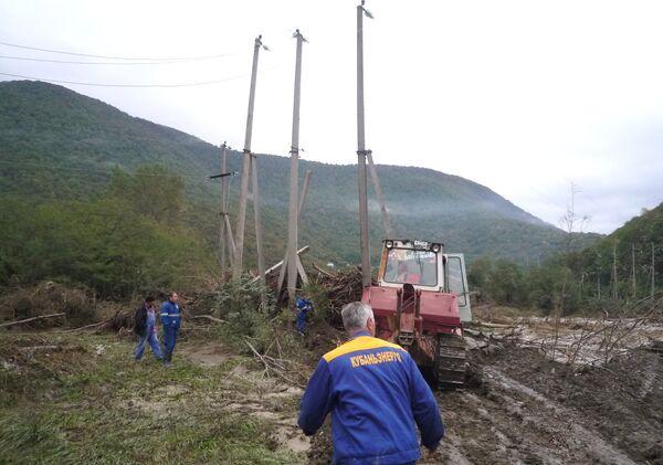 Энергетики восстанавливают нарушенное из-за стихии энергоснабжение на Кубани