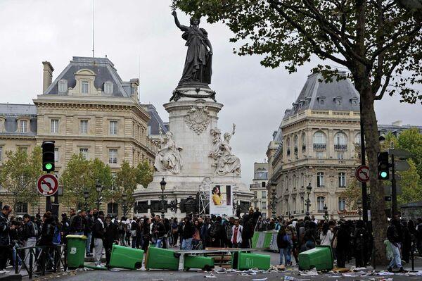 Студенческие демонстрации на площади Республики в Париже