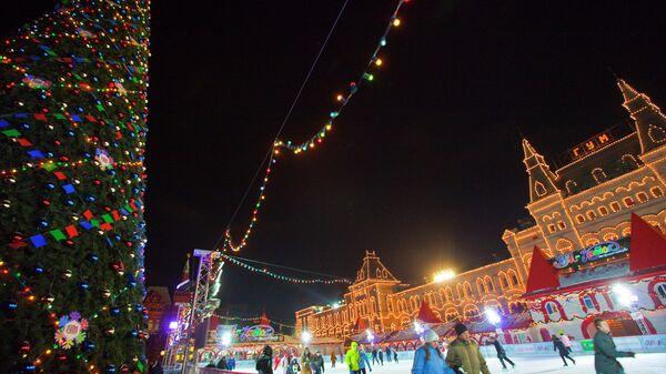 Зимний досуг на Красной площади