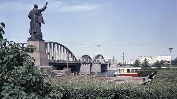 Володарский мост через Неву. Архив