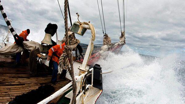 Барк «Седов» в Северном море - испытание штормом