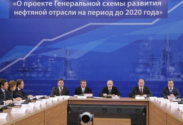 Премьер-министр РФ Владимир Путин провел совещание на ОАО Новокуйбышевский НПЗ