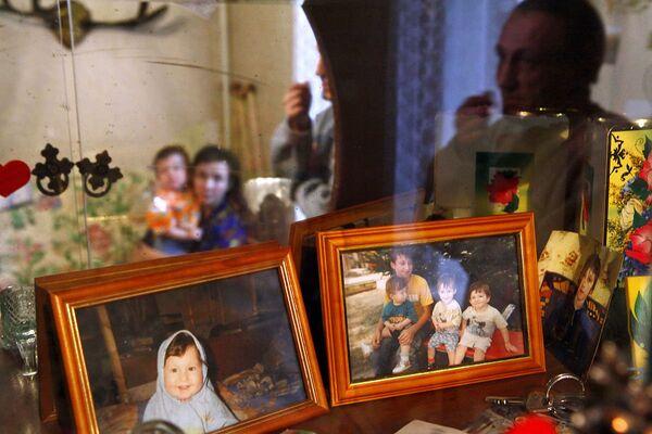 Семья Галактионовых из Владимира в своей комнате в общежитии