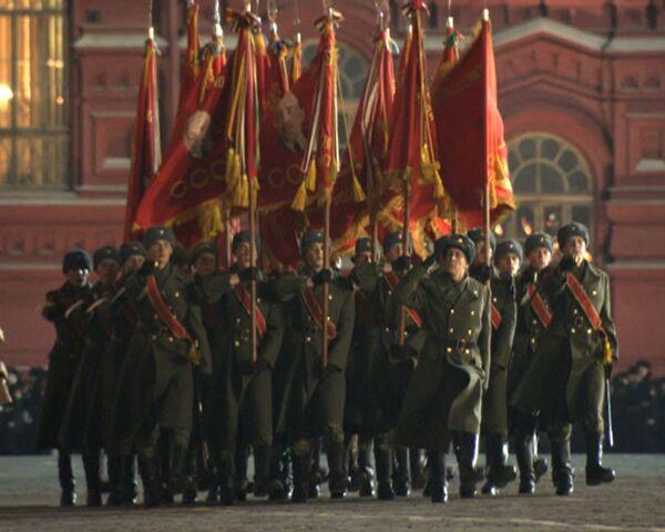 Курсанты и кадеты еще шлифуют шаг перед парадом на Красной площади