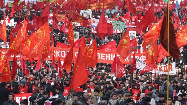 Шествие в честь годовщины Октябрьской революции в Москве