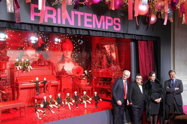 Открытие рождественских витрин универсама Printemps в Париже