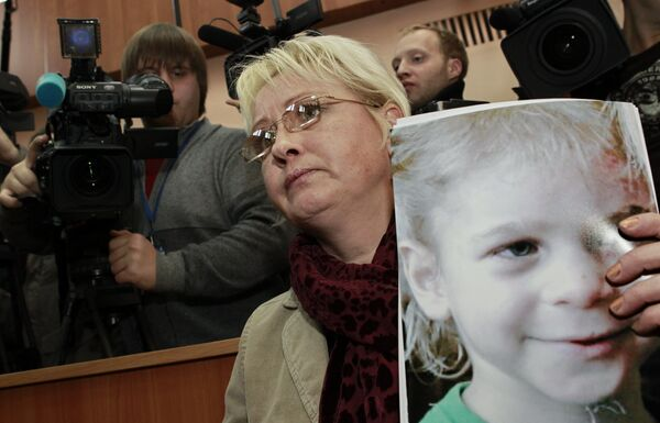 Оглашение приговора супругам Агеевым, обвиняемым в избиении приёмного сына