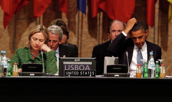 Барак Обама и Хиллари Клинтон на саммите НАТО в Лиссабоне