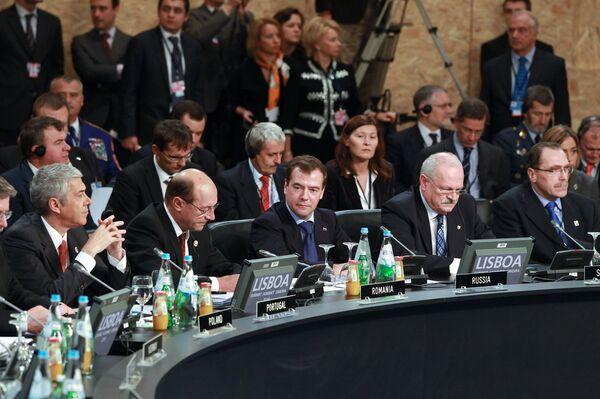 Президент РФ Д.Медведев принимает участие в Совете Россия–НАТО в Лиссабоне