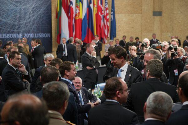 Президент РФ Д.Медведев участвует в заседании Совета Россия–НАТО