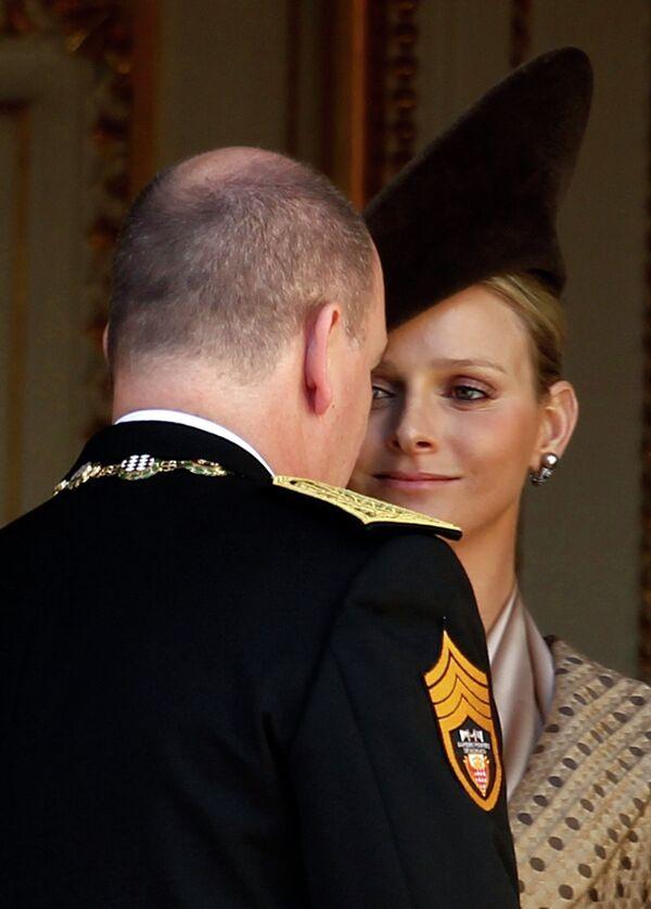 Князь Альбер II c невестой Шарлин Уиттсток