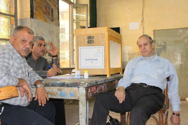 Сотрудники районной избирательной комиссии в центре Каира