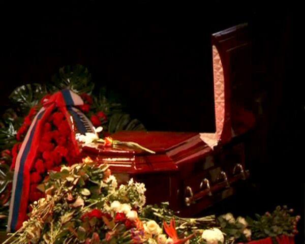 На церемонии прощания с Беллой Ахмадулиной со сцены звучали ее стихи