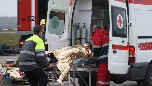 Эвакуация и спасение граждан во время учений по проведению спасательных работ. Архивное фото