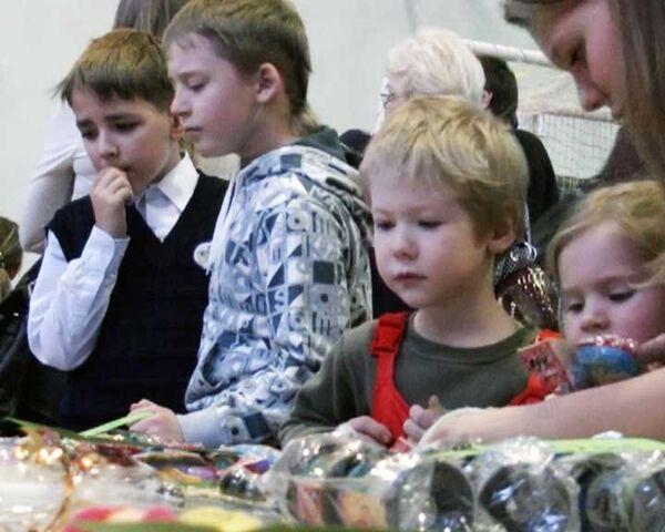 Дети продавали выпечку в уфинской синагоге в честь Хануки