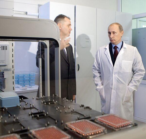 Премьер-министр РФ Владимир Путин посетил Центр высоких технологий ХимРар