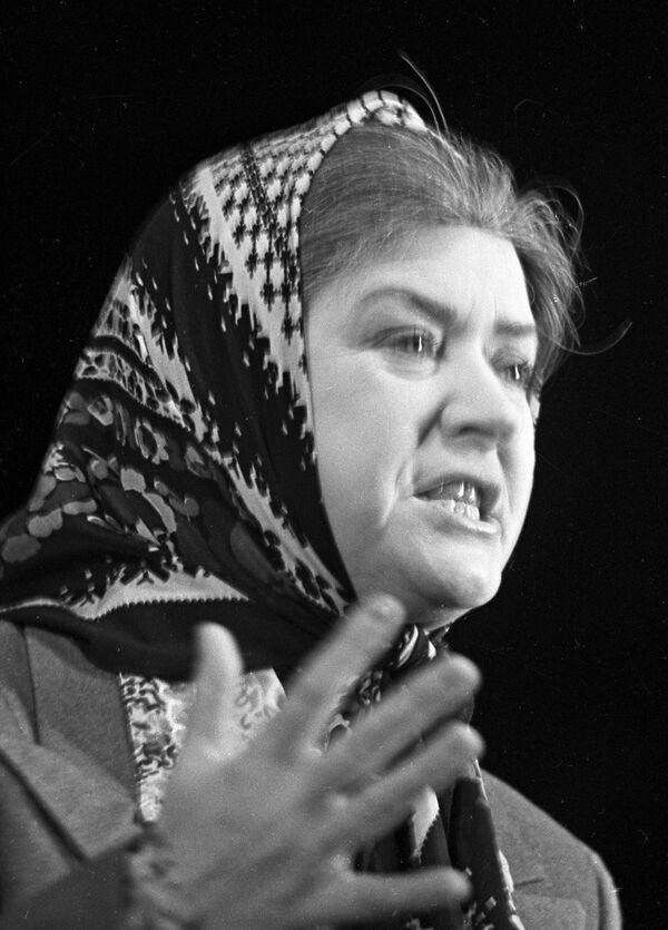 Мария Миронова в спектакле театра миниатюр «Кляксы». Архив