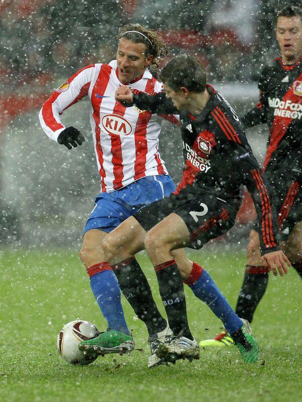 Игровой момент матча Байер - Атлетико