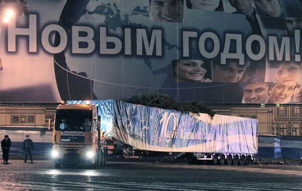 Встреча главной Новогодней елки страны на Красной площади в Москве