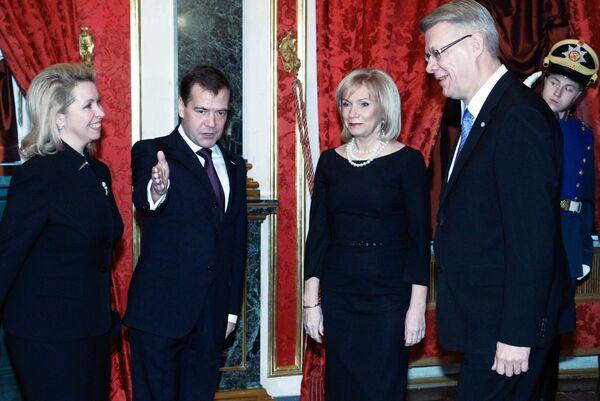 Краткая беседа президента РФ Дмитрия Медведева с президентом Латвии Валдисом Затлерсом