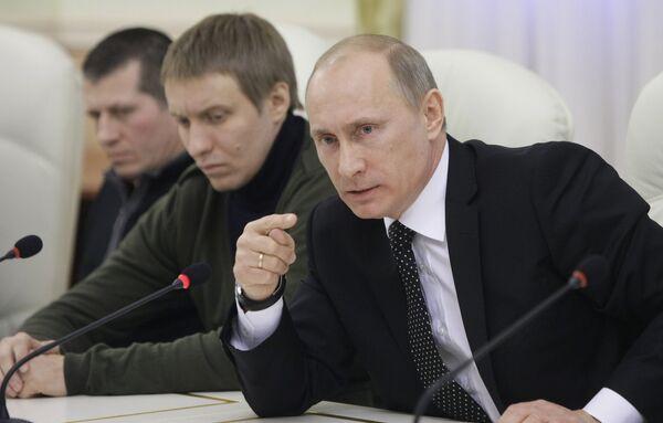 Премьер-министр РФ Владимир Путин встретился с представителями объединений футбольных болельщиков