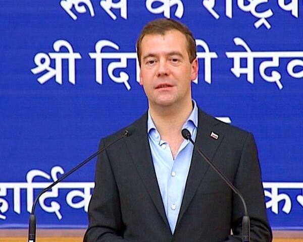 Медведев в Мумбаи вспомнил, как в юности работал лаборантом