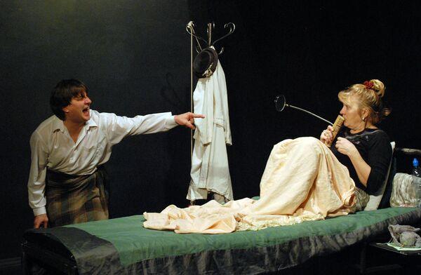 Александр Гришин и Наталья Платонова в спектакле Соглядатай на сцене РАМТа