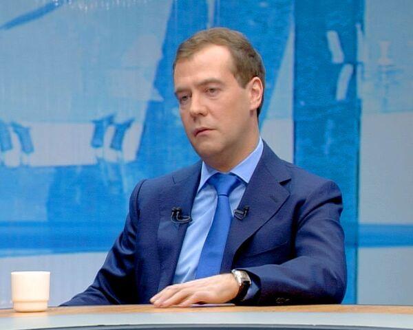 Медведев: милиция с погромщиками должна действовать более решительно