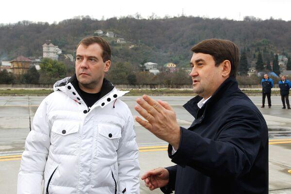 Дмтрий Медведев осмотрел новую взлетно-посадочную полосу в аэропорту Сочи