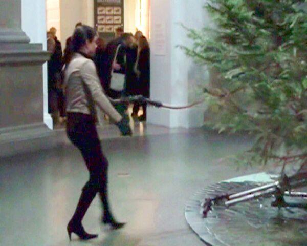 Британцы высекли ель кнутом, чтобы изгнать дух Рождества