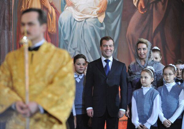 Президент РФ Дмитрий Медведев с супругой Светланой на Рождественском богослужении в храме Христа Спасителя.
