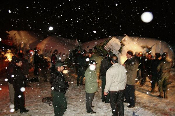 На месте крушения пассажирского самолета Boeing-727 на северо-западе Ирана 9 января 2011 года