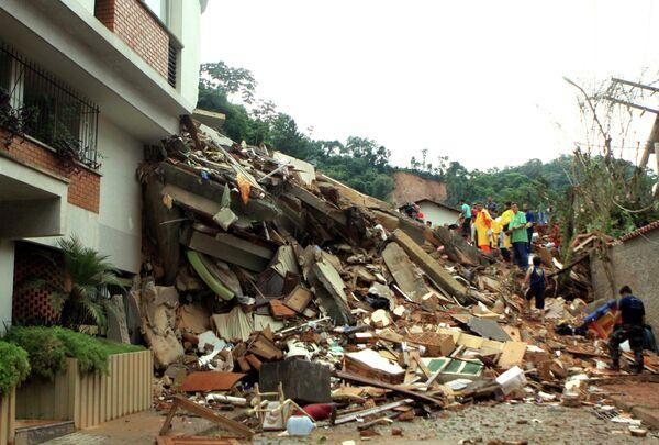 Разрушенные жилые районы в Бразилии, где произошло наводнение