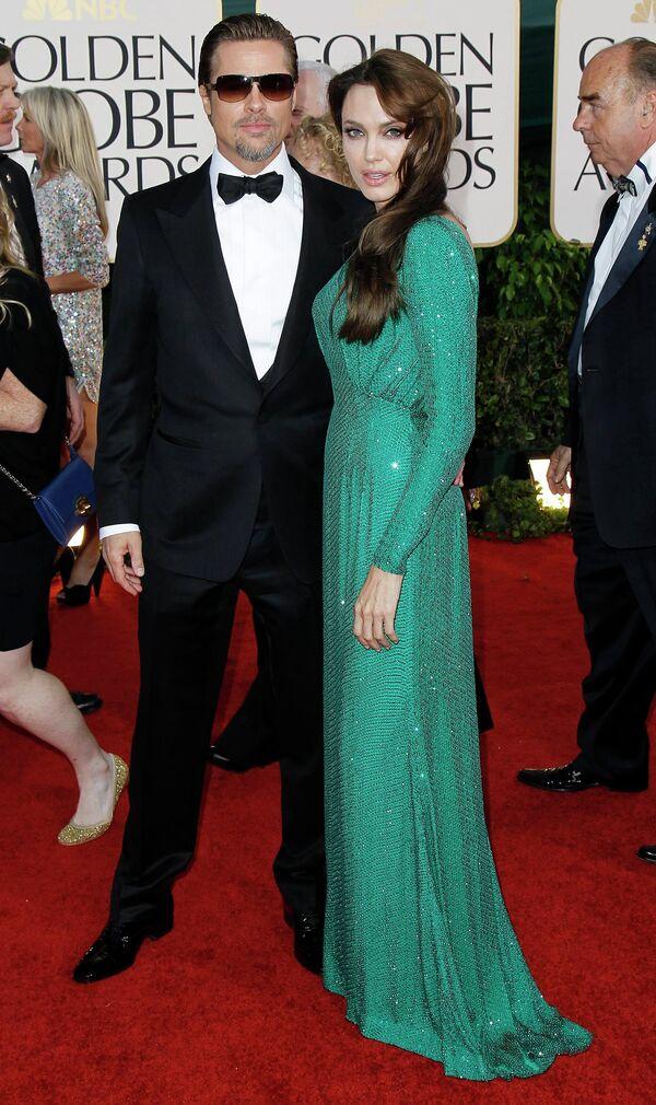 Анджелина Джоли и Брэд Питт на церемонии вручения премии Золотой глобус