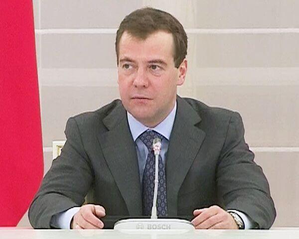 Медведев поблагодарил ОП за помощь с Химкинским лесом и Охта-центром